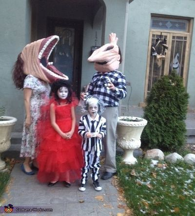 Beetlejuice Family Costume Halloween Costume Contest Via Halloween Time Juxtapost