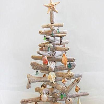 Driftwood christmas tree with seashell ornaments for Christmas tree ornaments made from seashells