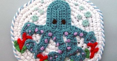 Google Image Result for http://fc00.deviantart.net/fs70/i/2011/112/b/4/crochet octopus pot holder by meekssandygirl-d3els3s.jpg
