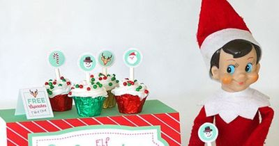 Elf on the Shelf Cupcake Stand Printables with mini cupcakes! Cute ideas for kids at Christmas. LivingLocurto.com