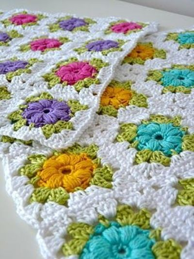 Mollie Flower Crochet Blanket Pattern : crochet ideas and tips - Juxtapost