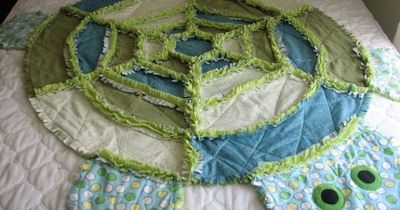I LOVE this! I may just have to figure out how to make this turtle quilt!