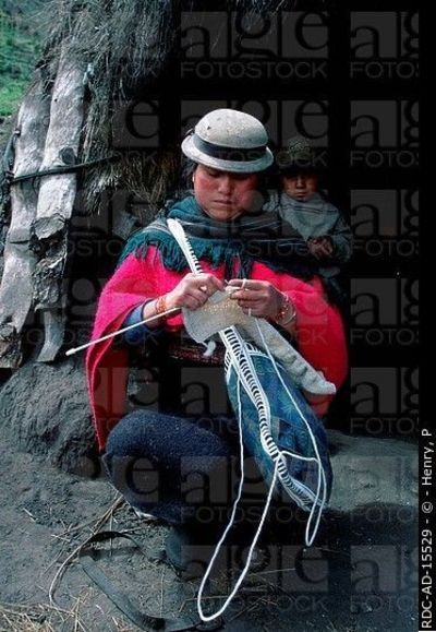 South, American, Indian, woman, knitting, Pulingui, San ...