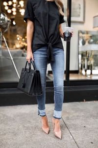 black loose oversized t-shirt + two-toned skinny jeans + nude pointed toe heels + black Hermes Birkin bag large