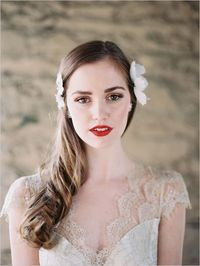 bridal style | red lips | via: the wedding chicks