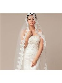 Graceful Chapel Wedding Bridal Veil with Lace Applique Edge
