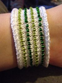 Sara knits - Striped bead bracelet