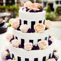 This is very interesting. I like the roses and purple flowers. Would look beautiful with white and red flowers.