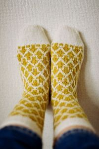 Ravelry: �Ÿ����‹ Arrow Socks pattern by Makiho Negishi