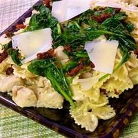 """Mascarpone Pasta with Chicken, Bacon and Spinach 