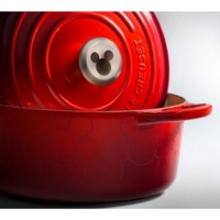 https://www.williamsfoodequipment.com/le-creuset-4-2-l-mickey-mouse-round-french-oven-limited-edition-ls2501-2467mmss