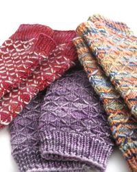 (via Ravelry: Quilted Lattice Mitts pattern by Jennifer Elaine)