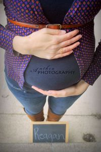 maternity photography higher angle with name on chalkboard - #AntheaPhotography
