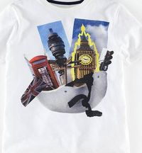 Johnnie b Graphic T-shirt London Scene Johnnie b, London Our best-selling Graphic T-shirt has been printed with ten new designs - each with an exclusive illustration printed onto a classic backdrop of grey, white, blue or green quality cotton. http://www....