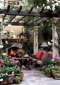 I want my garden to look like this... ;) one day! This looks awesome... imagine it with a woodfired pizza oven making yummy pizza while having a glass of vino....