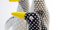 In love with these little hand made penguins. Can't wait to make some, what a perfect gift for little children, boy or girl! Some also suggested enlarging the pattern by 50 percent, adding a little bag of sand to the bottom of the stuffing to make a c...