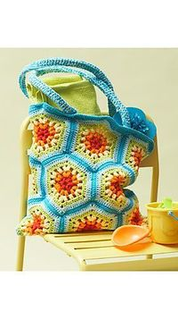 Rainbow Hexagon Beach Bag by Lily / Sugarn Creamclose via Ravelry. FREE Pattern- written instruction+CHART Direct PDF link:http://www.sugarncream.com/data/pattern/pdf/Lily SnCweb146 cr bag.en US.pdf