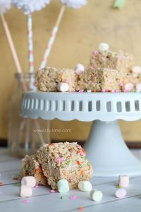 Yummy spring rice crispy treats recipe, perfect for Easter!