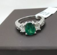 Certified 1,20 carats natural emerald and 0,40 ct natural diamonds hand carved 14k white gold ring < #jewelry #oneofkind #specialorder #customize #honest #integrity #diamond #gold #rings #weddingband #anniversary #finejewelry #salknight