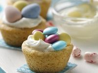 Easter Cookie Cups - yummy combo of sugar cookie and fluffy filling in a tiny cookie cup