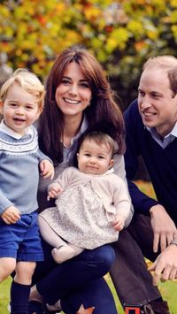 I haven't seen this photo before, have you? Love it. William and Catherine must be having a blast getting ready for Christmas this year! via