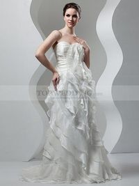 STRAPLESS SWEETHEART RUFFLED AND PLEATED ORGANZA WEDDING DRESS