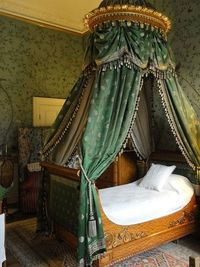 Bedroom 3 at Chatsworth House http://www.flickr.com/photos/celeste33/6960548561/in/faves-waltergueroult/