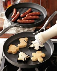 use cookie cutters to make pancakes...more Christmas breakfast ideas :) Super cute! Could be done for other holidays too.