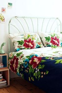 Beautiful bed linens (via Urban Outfitters - Floral Divide Pillow Set)