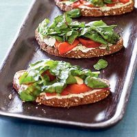 Whether you're looking for a grab-and-go lunch or a light supper, vegetarian sandwiches offer a quick-and-easy solution with endles...