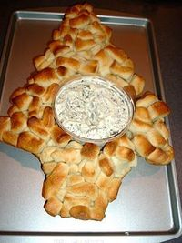 Christmas Tree Bread Bites with Spinach Dip