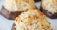 Amazingly Delicious!! Coconut Marcaroons - by glorioustreats.com #SweetenTheSeason