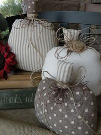 Love these pumpkins!! I need these for my bench on the porch!