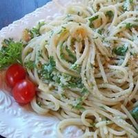 "Spaghetti Aglio e Olio | ""So easy and delicious! Made it tonight for company as an attempt to duplicate a favorite from a local restaurant, with asparagus added in. It was perfect!"""