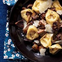 Get this recipe for tortellini with mushrooms PLUS 17 more delicious fall recipes: http://www.womenshealthmag.com/nutrition/fall-foods-in-season?cm mmc=Pinterest- -WomensHealth- -content-food- -fallfoods
