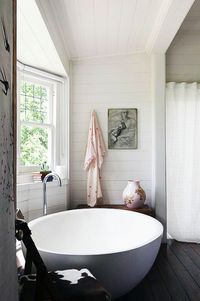 LOVE the tub, so simple but very minimal // double yess!