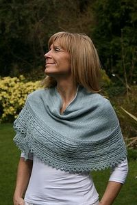 Ravelry: Miss Bennett Wrap pattern by Paulina Popiolek #knit. Inspiration: The stockinette together with the edge