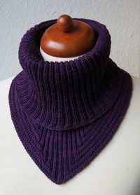 Ravelry: Project Gallery for Treppenviertel Cowl pattern by Nicola Susenhttp://www.ravelry.com/patterns/library/treppenviertel-cowl