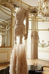 Amazing 1920's wedding gown. Just what a flapper would wear... I love it!