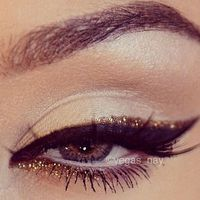 Often people will have either the black cat eye or a stroke of glitter gold; so why not go all out and combine the two for an extra bold cat eye?