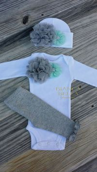 Dress your little princess up in this oh so gorgeous Newborn take home outfit. Perfect for taking your new baby girl home from the hospital, her first photo session or an awesome baby shower gift. Thi