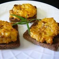 HANKY PANKY 1 lb. sweet sausage, 1 lb. ground beef 1 lb. Velveeta cheese cubed, 1 tsp. oregano 1/2 tsp. garlic powder 1/2 tsp. basil 1 1/2 or 2 loaves of party rye Brown the meats and drain well.. Add other ingredients and mix stir to meltl. Spread on to ...