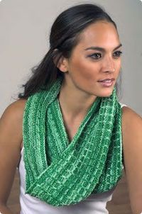 Plymouth Yarn Co. Slip Stitch Cowl a free pattern F525