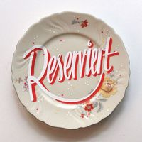 Design typography lettering plates -Georgia Hill: Michelberger Reserved Plates Berlin-based designer Georgia Hill created these gorgeous hand-lettered plates as a unique �€œReserved�€ sign for the tables at The Michelberger Restaurant...