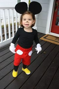 Simple Halloween Costume for kids DIY Mickey mouse costume -Cute! ...I could totally modify this for grown ups for next year!