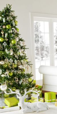 It's never to early to start thinking about the Holidays - one of our favorites over the years #greenandglistening
