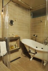 Clear curtain and claw foot tub <3 Make that a steam shower and we would be good:)