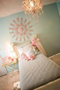 """I LOVE the """"shabby chic"""" style, and I think this little girl's bedroom accomplishes it well."""