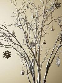 How to Decorate Tree Branches for a Winter Wonderland-Themed Party thumbnail