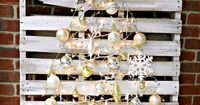 Go gilded this holiday! Check out this collection of silver and gold holiday crafts + diy projects for your home. They are easy and have tutorials!